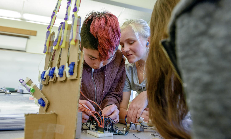 Kids at Beaverton SD work on an electronics kit.